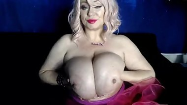 Samantha38g show her huge white boobs on webcam