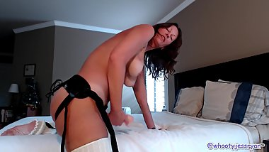 Camgirl Jess Ryan First Strap-On Video