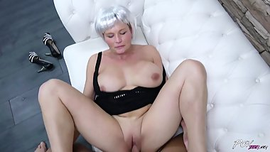Mom covering indentity with fake hair made dude cum with huge breasts