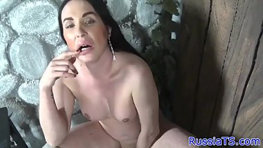 Russian mature tranny dildoing her asshole