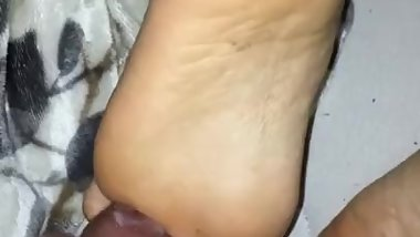 Cum shot on milf feet