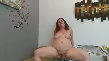 Chubby BBW Shows Reverse Cowgirl Skills
