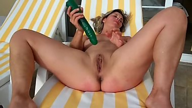Lisa masturbate with toy under the sun