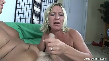 Zero Patience When Milf Needs A Facial