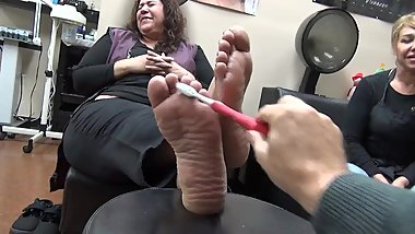 Wide feet ticklish ( add me to see the true gym the lady next to her)