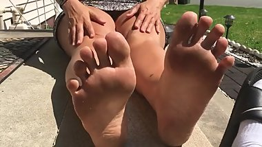 Mature feet SNIFF checked for toxins