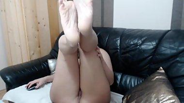 Badmumerica shows feet while naked