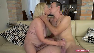 Mature Slut Loves to Get Facialized