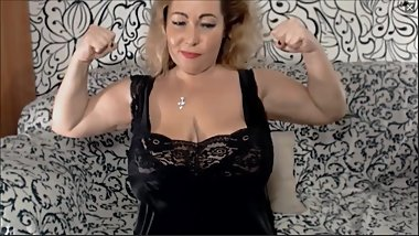 Cool MILF flexes her biceps on cam