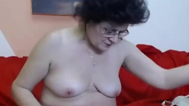 Mature lady Rose gets naked on cam.
