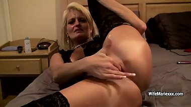 Elder blonde mature relieves her youth and fingers her pussy
