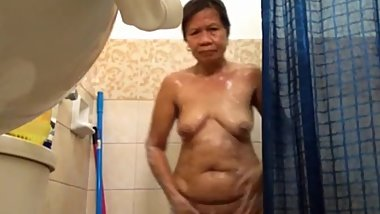 chubby filipina granny naked in shower on skype