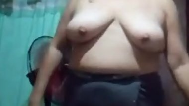 chubby mature filipina mom showing her big boobs naked on skype