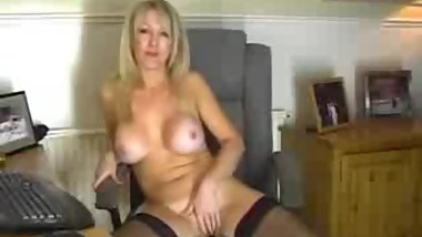 Stunning older woman plays with dildo----69sexcam.tk