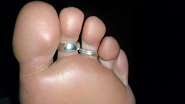 Sexy wife's feet cummed on