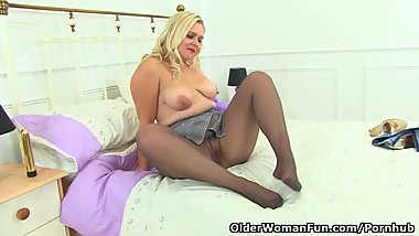 British Lily Milf shares her fuckable fanny with us