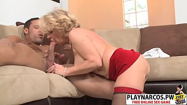 Sensuous Mommy Deanna Bentley Bangs Sweet Young Dad's Friend