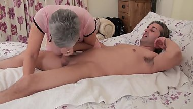 SEXY GRANNY WITH BIG BOOBS DOING HER THING